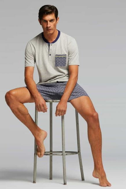 PJ AGAMENNONE MAN COTTON PYJAMAS. T-SHIRT WITH PLACKET AND POCKET IN CONTRAS. SHORTS IN PRINTED FABR